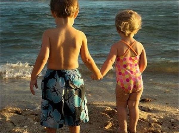 Παιδάκια στη θάλασσα